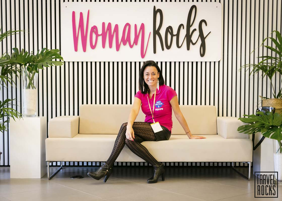 http://travelrocks.es/wp-content/uploads/2018/04/woman-rocks-barcelona-10.jpg